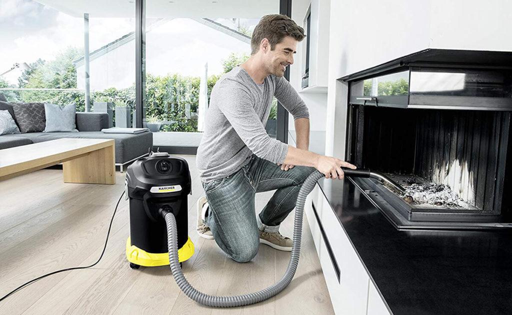 Foto: Der Kärcher AD 4 Premium Aschesauger nutzt die ReBoost Filterreinigung für langanhaltende Saugkraft (Foto: Kärcher).